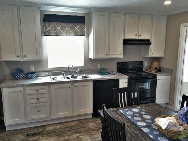 The Modern Kitchen of the Sanders Cavalier Homes Manufactured Home from Magnolia Estates in Vicksburg, MS