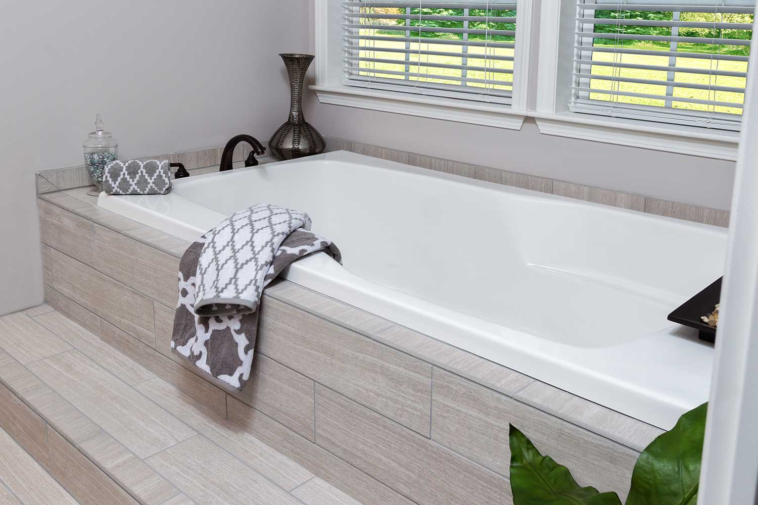 The bathtub of the Franklin Homes The Holly manufactured home from Affordable Homes of Crestview