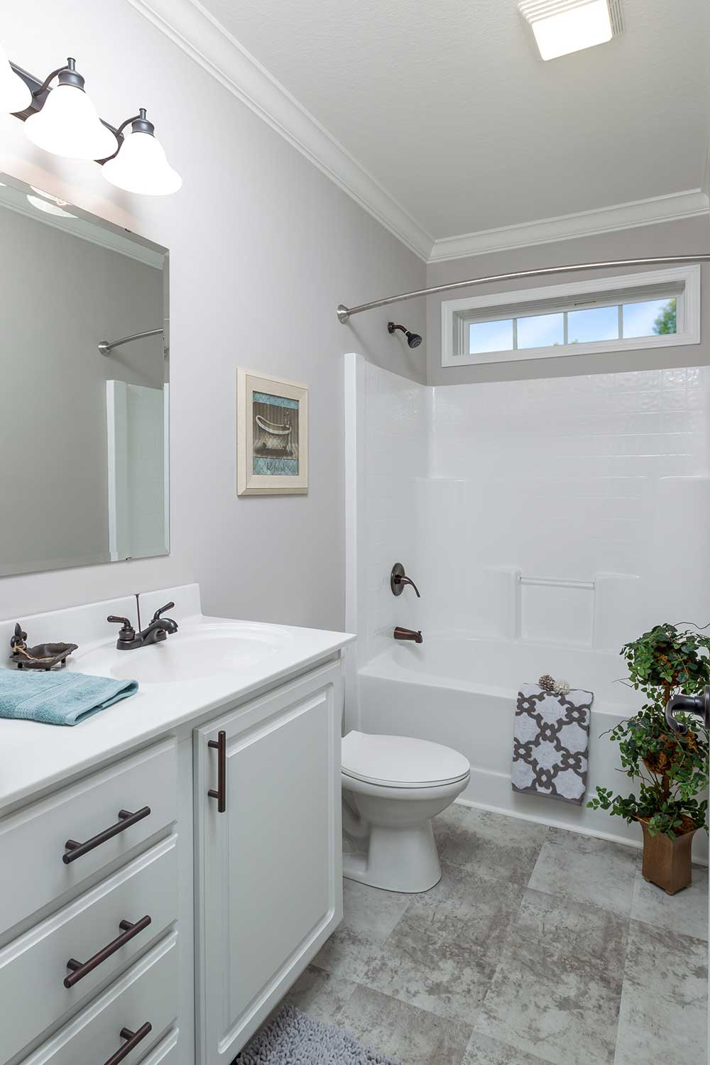 The bathroom of the Franklin Homes The Holly manufactured home from Affordable Homes of Crestview